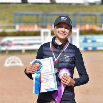 Дети, лошади, конкур: Петербург принял международные соревнования для юных спортсменов, фото 3