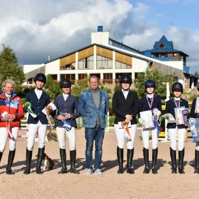Дети, лошади, конкур: Петербург принял международные соревнования для юных спортсменов, фото 8