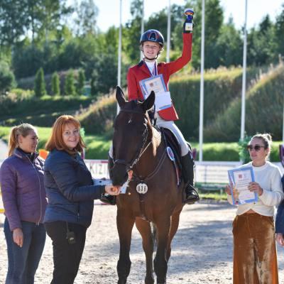 Дети, лошади, конкур: Петербург принял международные соревнования для юных спортсменов, фото 9