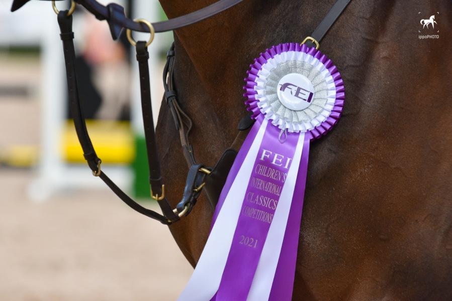 Дети, лошади, конкур: Петербург принял международные соревнования для юных спортсменов