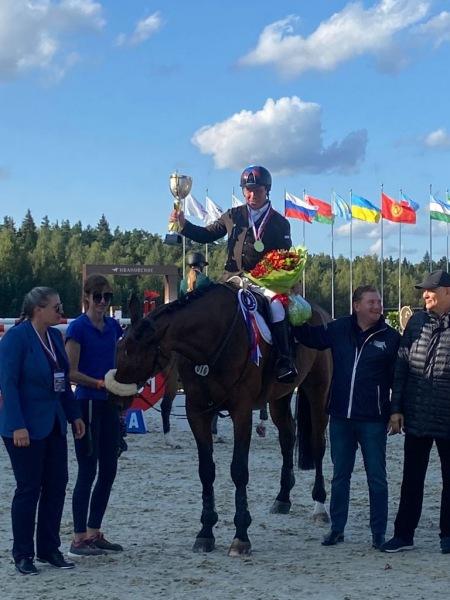 Петербургский спортсмен взял «золото» и «бронзу» на чемпионате России по конкуру