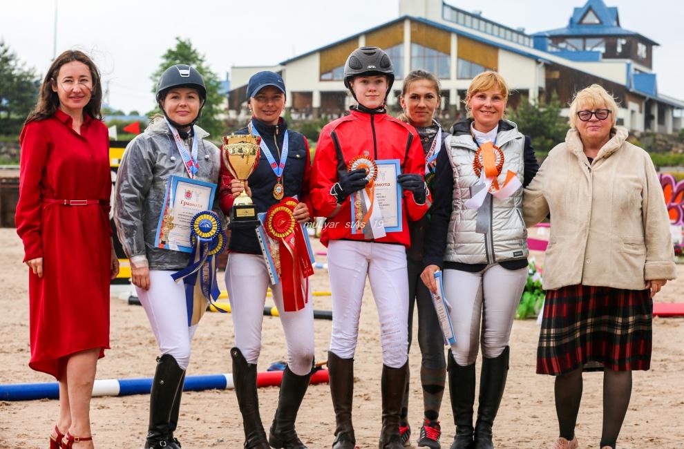 В Санкт-Петербурге прошло первое соревнование FEI World Jumping Challenge и Чемпионат Санкт-Петербурга по конкуру (гр. В)