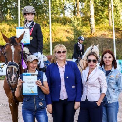 Всероссийские соревнования по вольтижировке, выездке и конкуру и FEI Children's International Classics завершились в КСК
